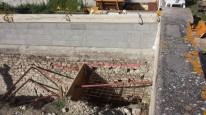Fabriquation d'un puit de béton pour soutenir un mur